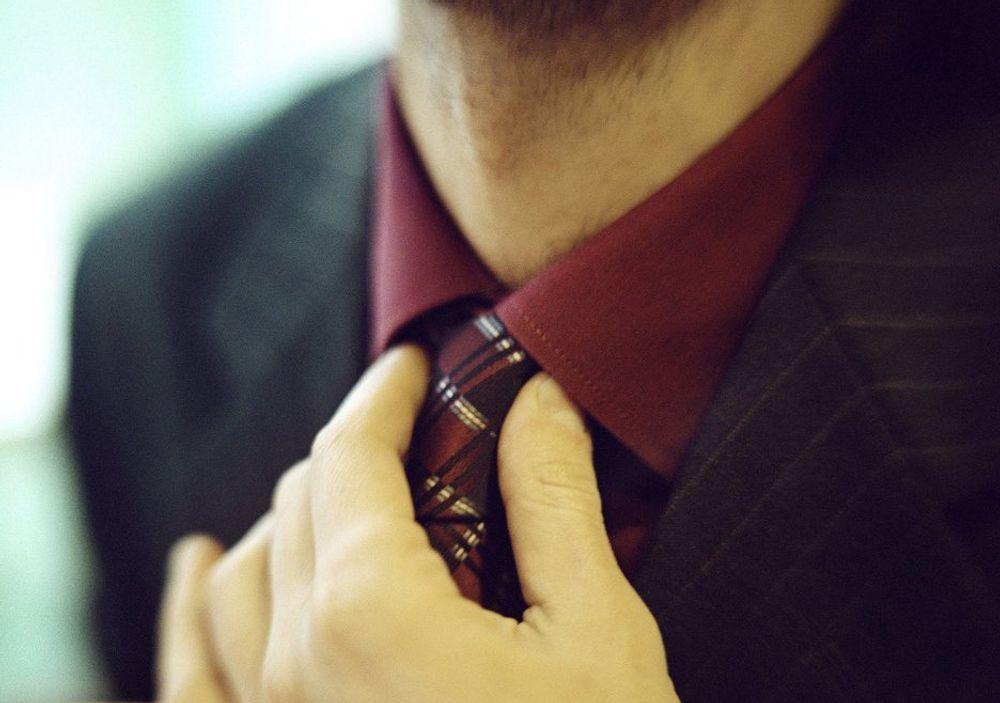 KLÆR: Slips erstatter t-skjorte på mange arbeidsplasser.