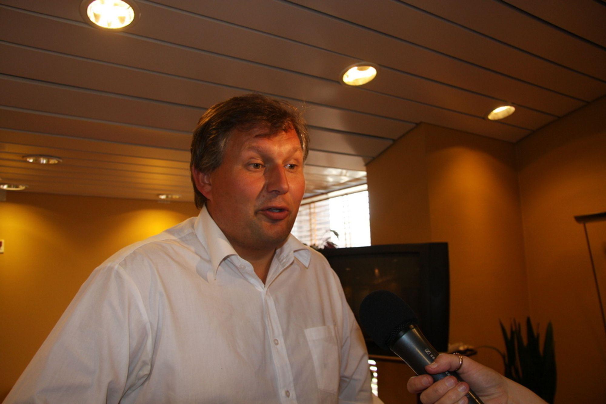 Olje- og energiminister Terje Riis-Johansen intervjues av TUs Mona Strande