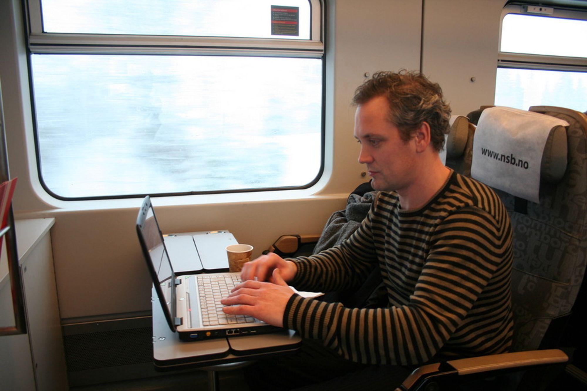 Øker. En kvart milliard EU-innbyggere bruker internett reglmessig. Til og med på toget i Norge kan du få nettilgang på enkelte strekninger.