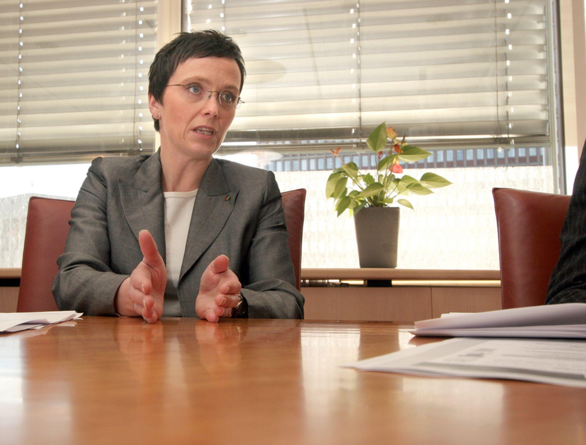 ENGASJERER SEG: Fornyingsminister Heidi Grande Røys vil ha fortgang i datasikkerhetsarbeidet i norske bedrifter og offentlige etater.