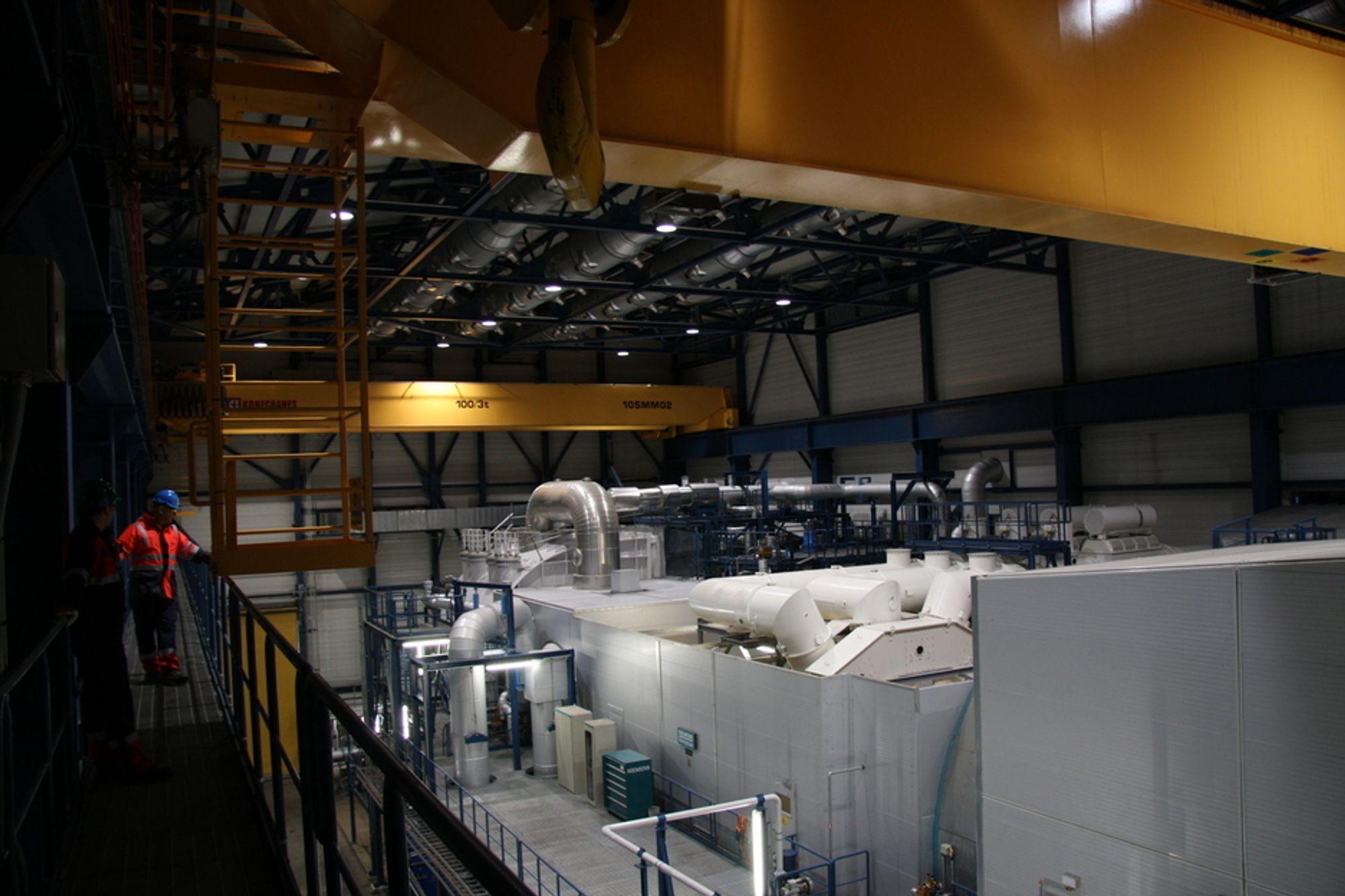 FRYKTER GASSEN: For mange gasskraftverk kan fortrenge fornybar energi, frykter energikomiteen i det britiske Underhuset. De frykter også forsinkelser fordi planverket er for dårlig rustet til alle ny vindkraft og atomkraft som skal inn på nettet. Illustrasjonsfoto fra gasskraftverket på Kårstø.