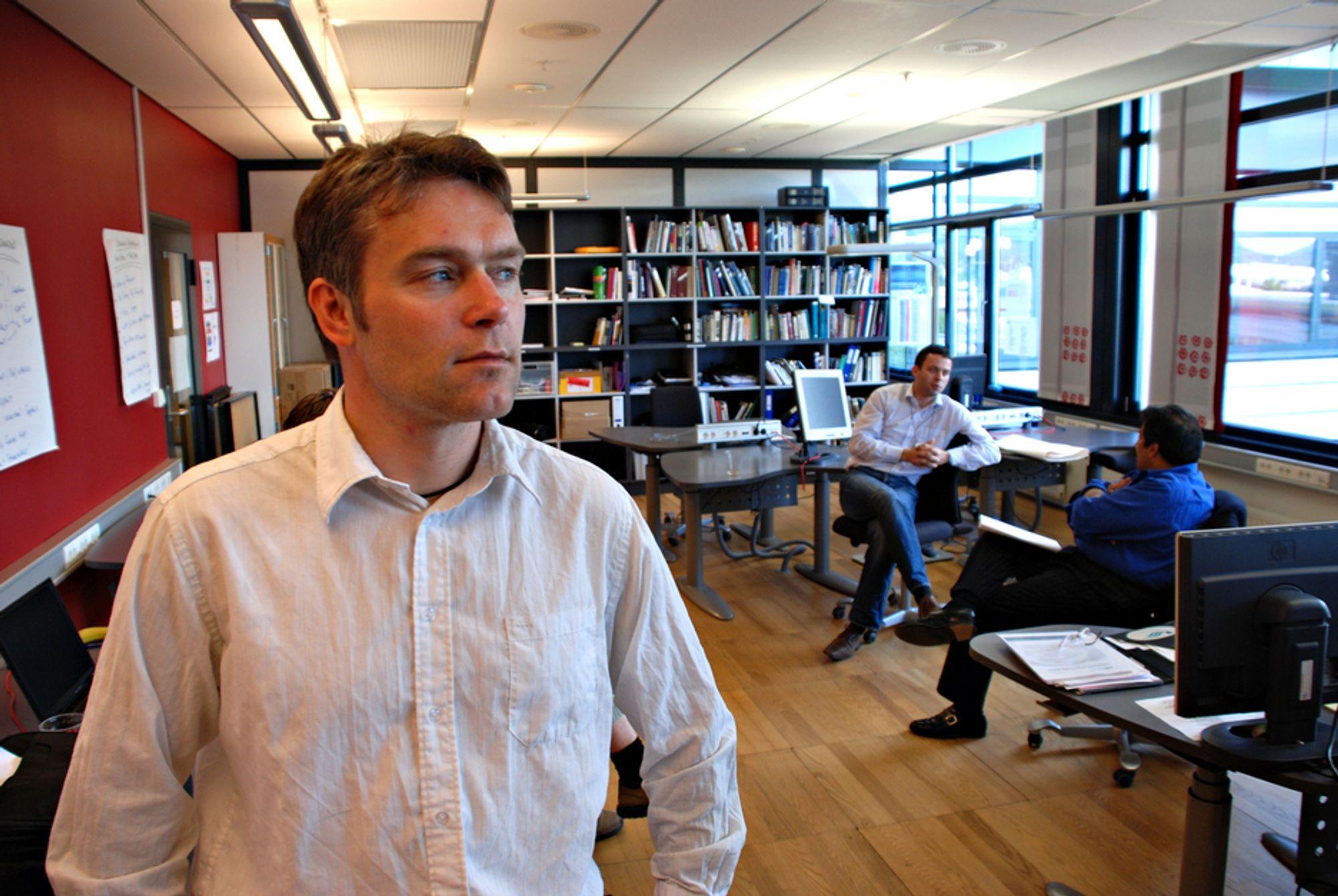 """TILLIT: Såkalte """"tillitsmeglere"""" kan bidra til å bygge ned konflikter , mener Tom Erik Julsrud, seniorforsker i Telenor Research & Innovation."""