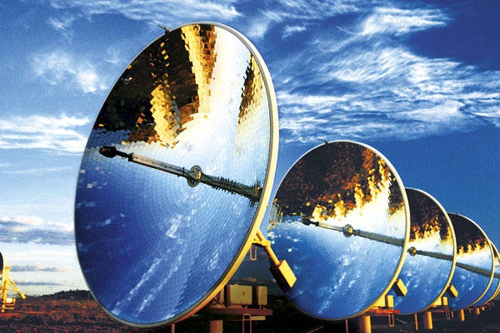 SPEIL: Solenergi fokuseres og gir konsentrert energi ved hjelp av speil som følger solens bevegelse.