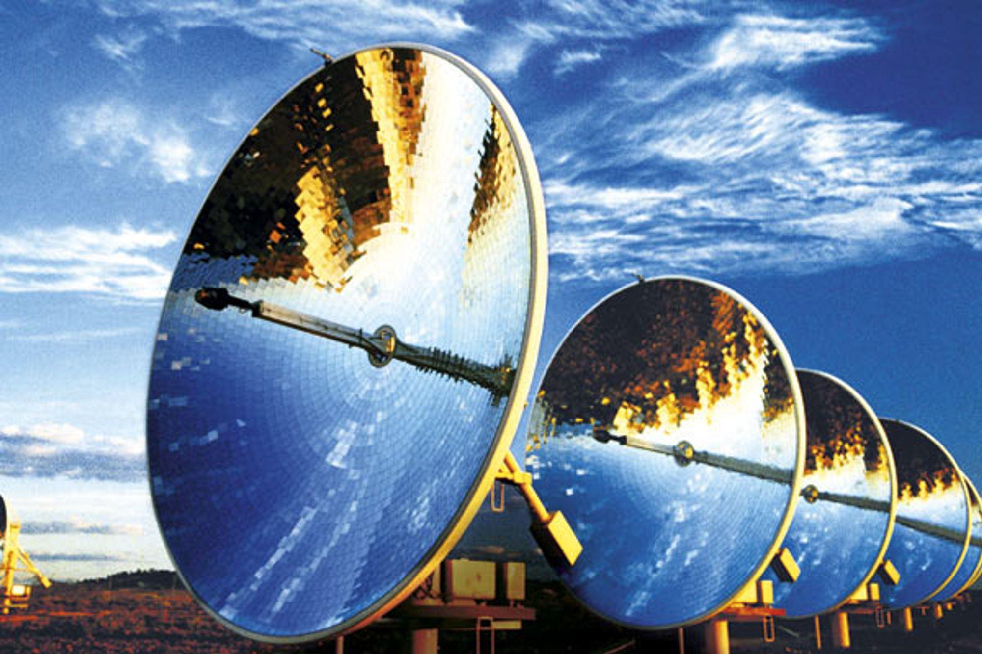Solenergi fokuseres og gir konsentrert energi ved hjelp av speil som følger solens bevegelse. Reflektorene dreies og sollyset blir fokusert mot et oljefylt rør. Varmen i oljen driver en turbin som gir elektrisk strøm.