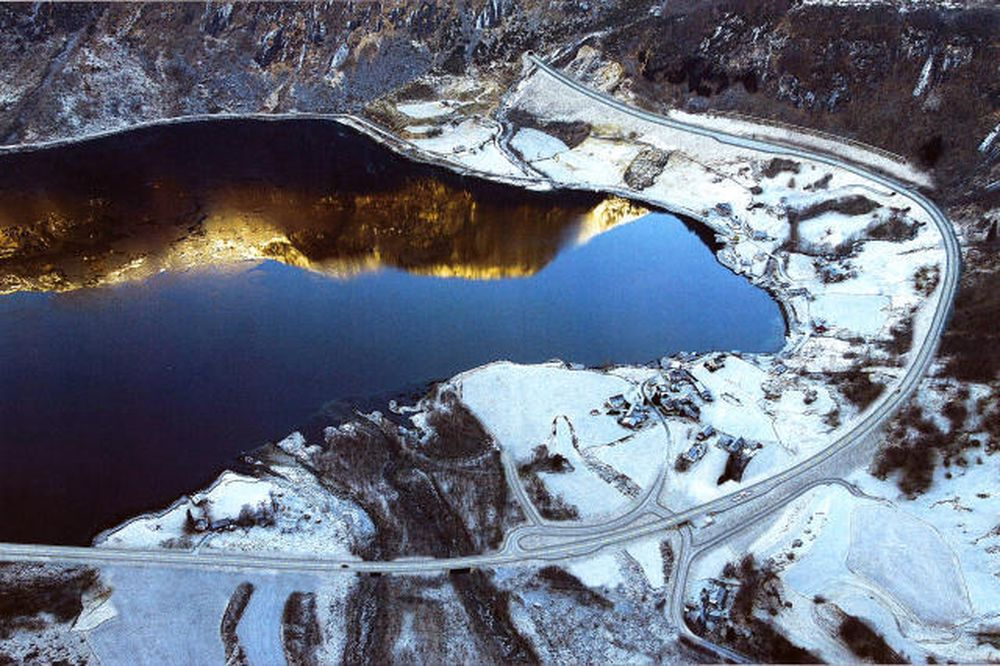 På Kvinnherad-siden kommer den planlagte  Jondalstunnelen ut i Nordrepollen. I dag gir regjeringen grønt lys til prosjektet.