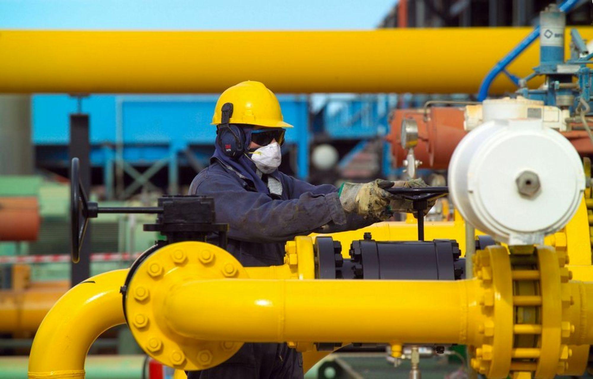 OLJA SKAL FRAM: Økt oljepris er godt nytt for sysselsetningen av oljearbeidere og ingeniører.