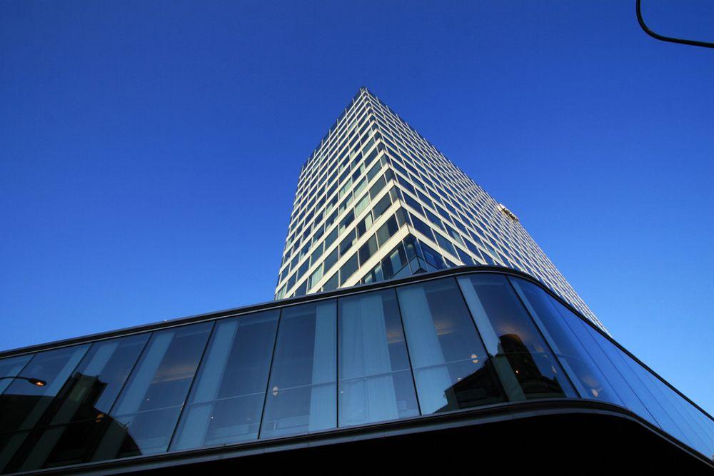 ENERGISLUKERE: Store fasjonable kontorbygg bruker stadig mer energi. Med glassfasader kan bruke opptil tre ganger så mye energi som nødvendig.