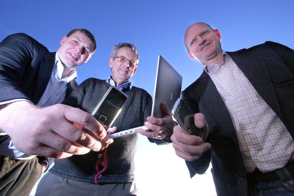 FINN LETTERE FRAM: Bjørn Brevig i Scandpower IT, Steinar Hidle Andreasen i NTNU og Bjørn Rønning i Greenfield har gått sammen om å starte GeoPos, et spennende mobilt lokaliseringsprosjekt som ikke baserer seg på GPS.