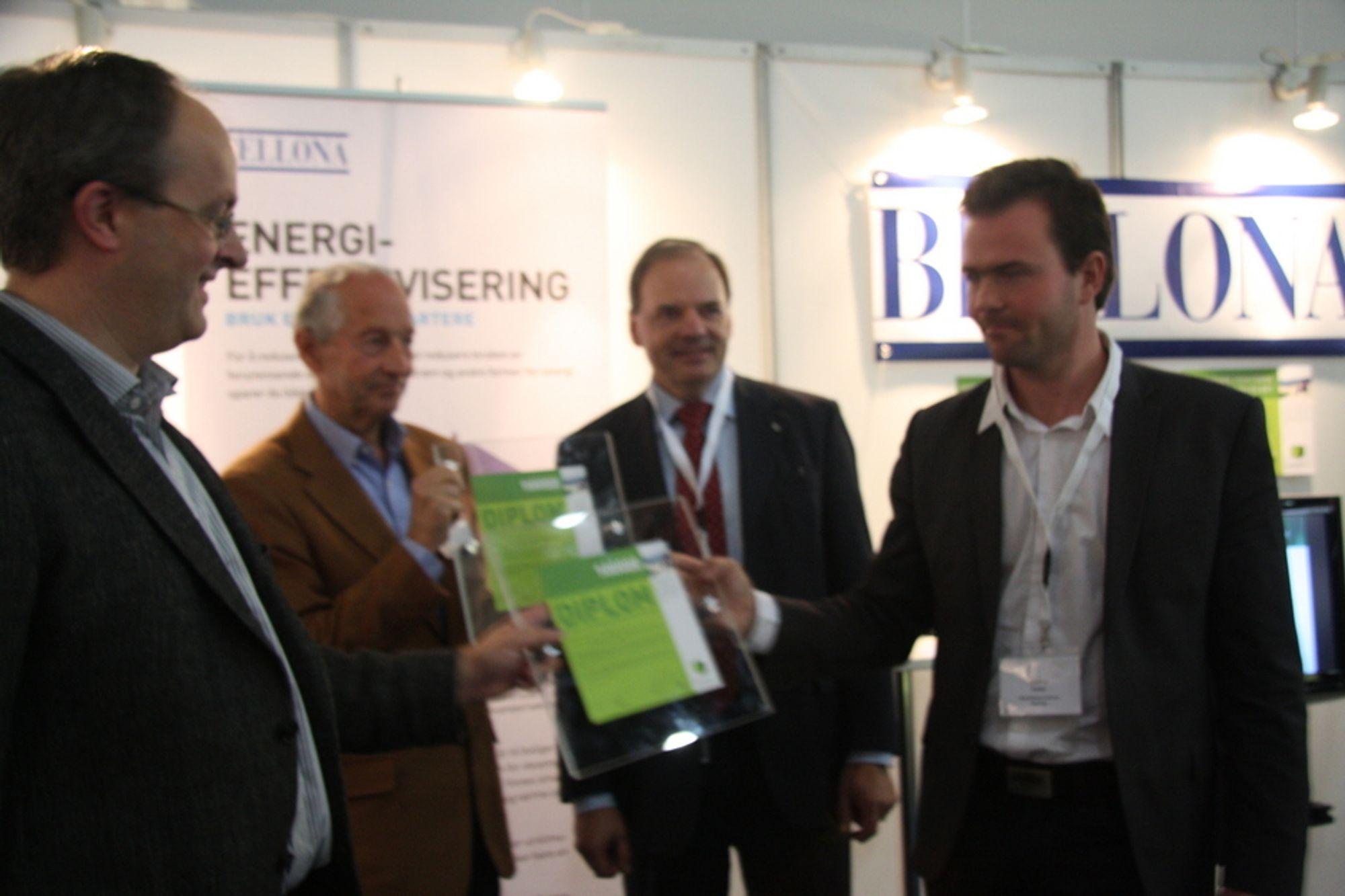 PRISVINNERE: Per Reidar Øke i Energreen mottok prisen sammen med Rolf Kevin i Stiftelsen Vekst av ad. direktør i E-CO og Bellonas Marius Holm