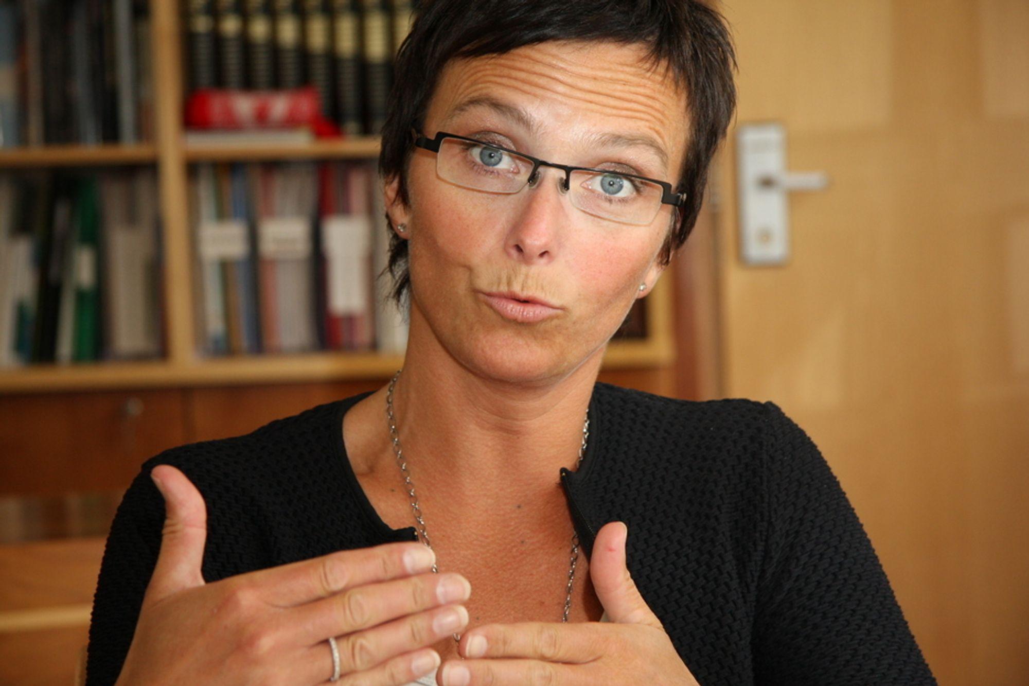 VIL LØSE FLOKEN: Fornyingsminister Heidi Grande Røys griper inn med statlige utviklingsmidler for å fjerne barrieren mellom proprietære fagsystemer og friprog-løsninger.