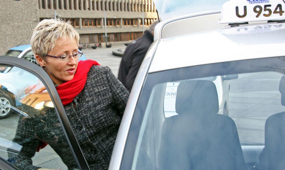 Samferdselsminister Liv Signe Navarsete benekter at hun har endret standpunkt.