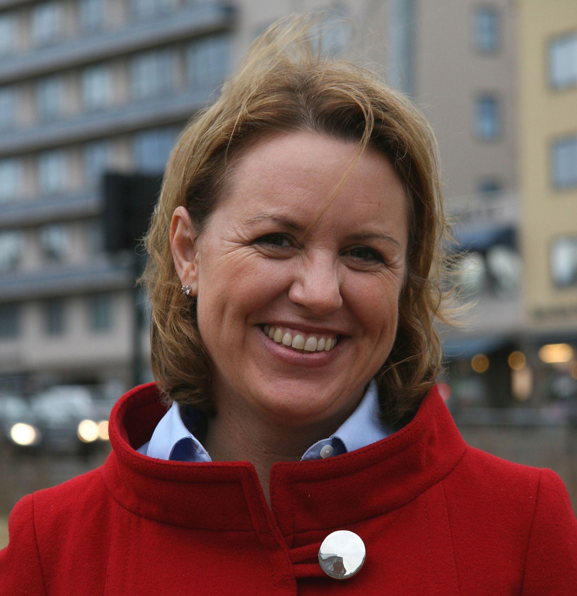 Liv Kari Hansteen (40), administrerende direktør i RIF, har ikke finmotorikken inne. Men asfaltarbeid fikser hun.