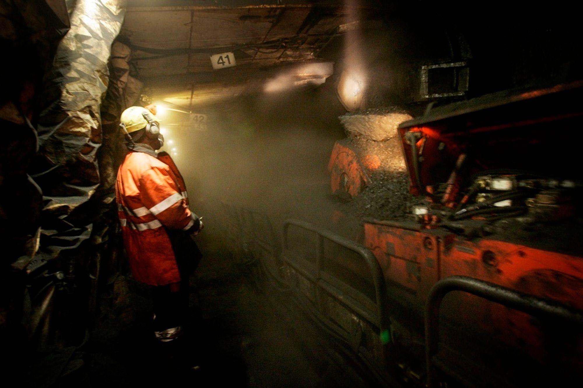 Store Norskes gruvevirksomhet foregår i Svea (bildet) og Lunckefjell, 50 kilometer sør for Longyearbyen. Om lag 95 prosent av selskapets produksjon eksporteres, men prisene på verdensmarkedet er dårlige.