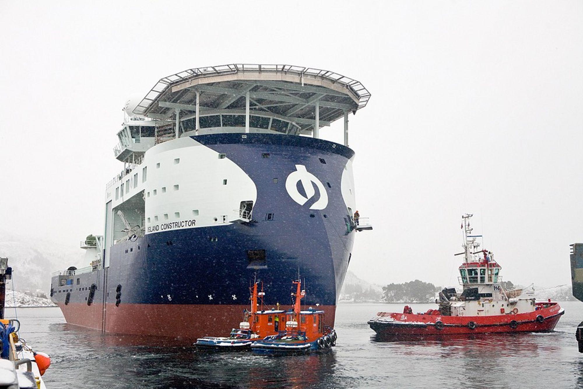 Island Constructor er 120 meter langt, 25 meter bredt.