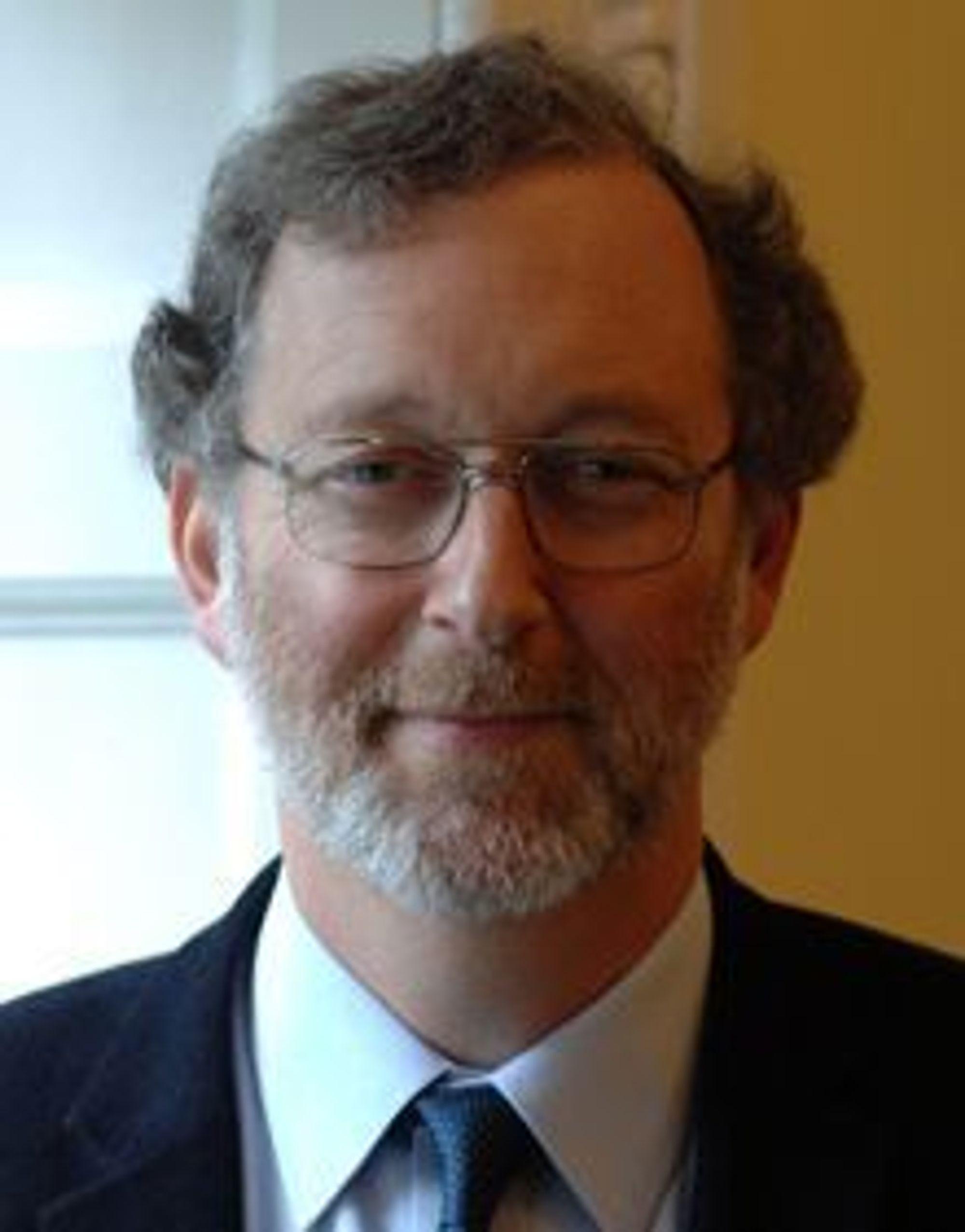 BEKYMRET: Jonathan Stern er leder for gassforskning ved Oxford Institute for Energy Studies.