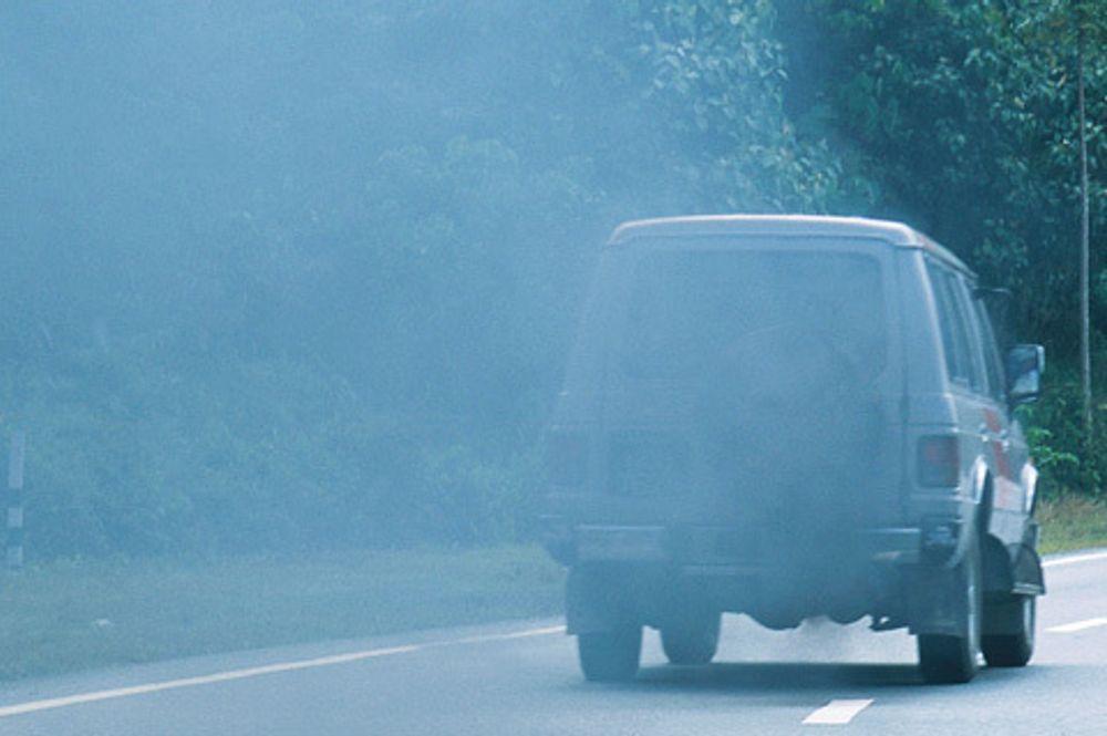DYRT, MEN VIKTIG: Dieseleksos inneholder helseskadelige partikler. Bileiere får i dag ingenting igjen for å ettermontere partikkelfilter, som koster bileieren opp mot 10 000 kroner.