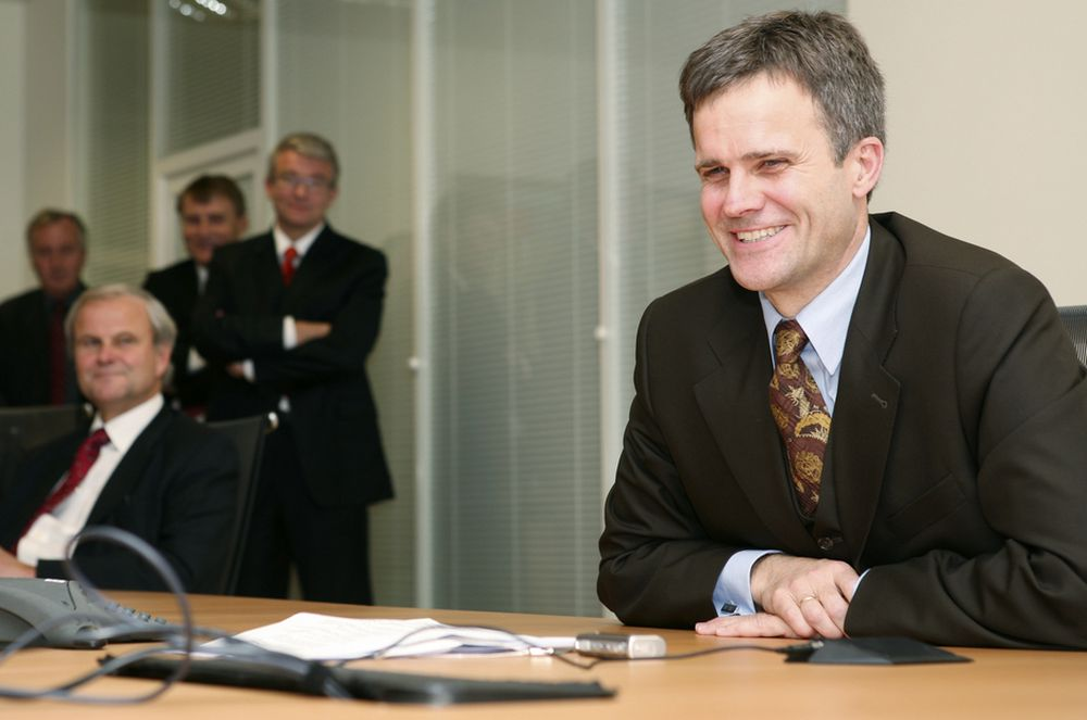 STUDIER UTE: StatoilHydro-sjef Helge Lund har studert ved INSEAD i Frankrike, likhet med for eksempel Orklas Dag J. Opedal.