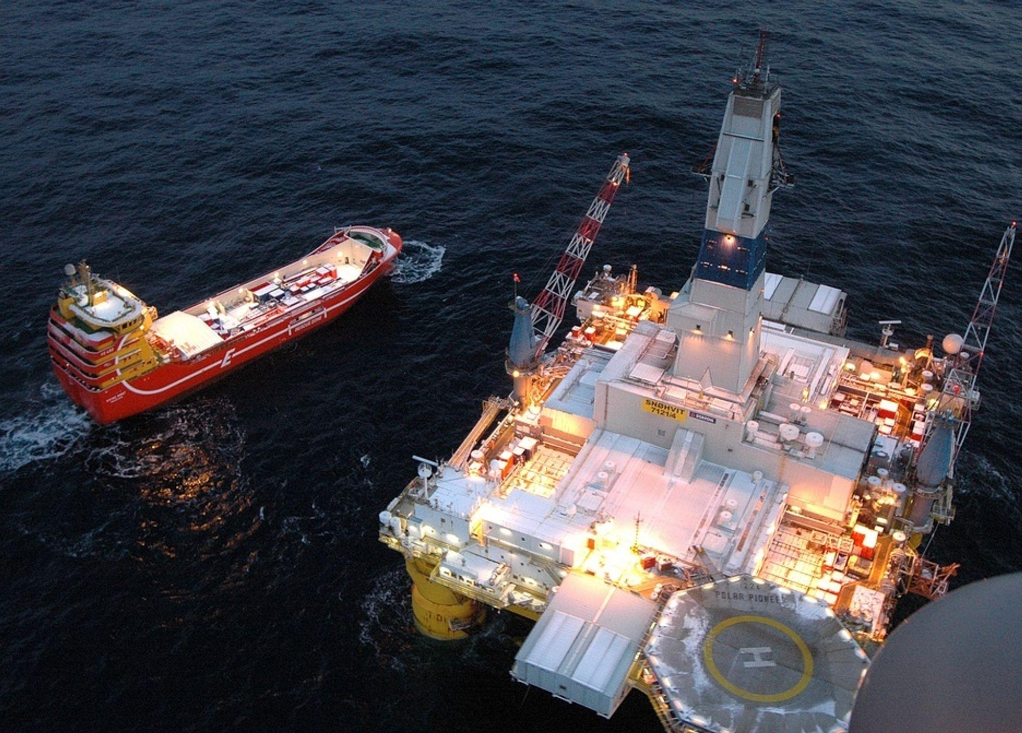 Slutt på protester: Tidligere har det vært store protester mot boringer i Barentshavet, som på Hydros Nuculaprosjekt. Men i dag har dette blitt en nødvendig del av kompromisset.