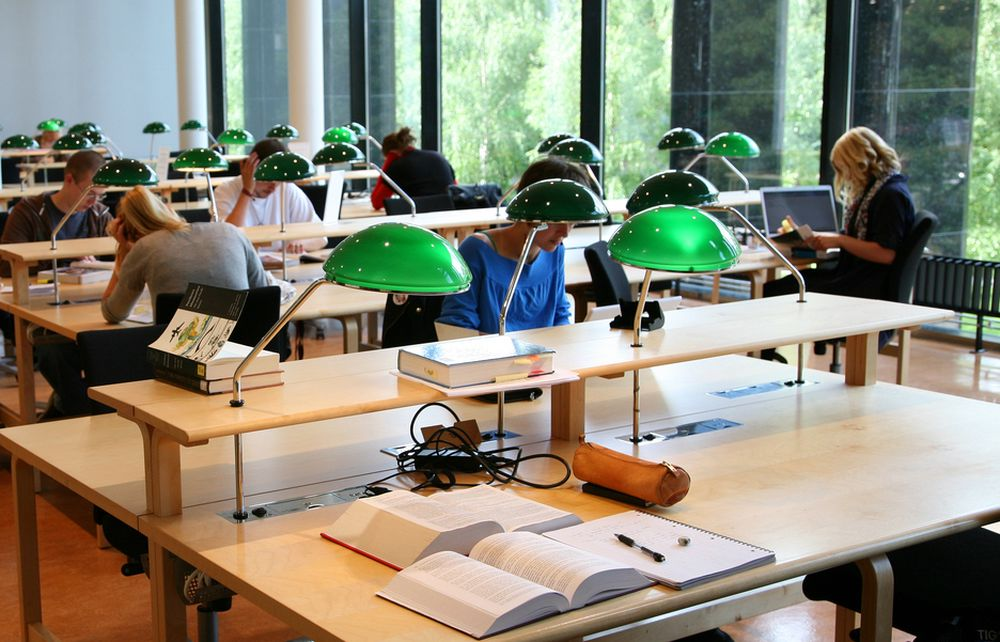 Universitetet i Oslo, Blindern. Lesedal. Auditorium. Studier. Studenter. Studere. Karriere. Jobb. Arbeidsliv. Lønn. Inntekt. Arbeid.