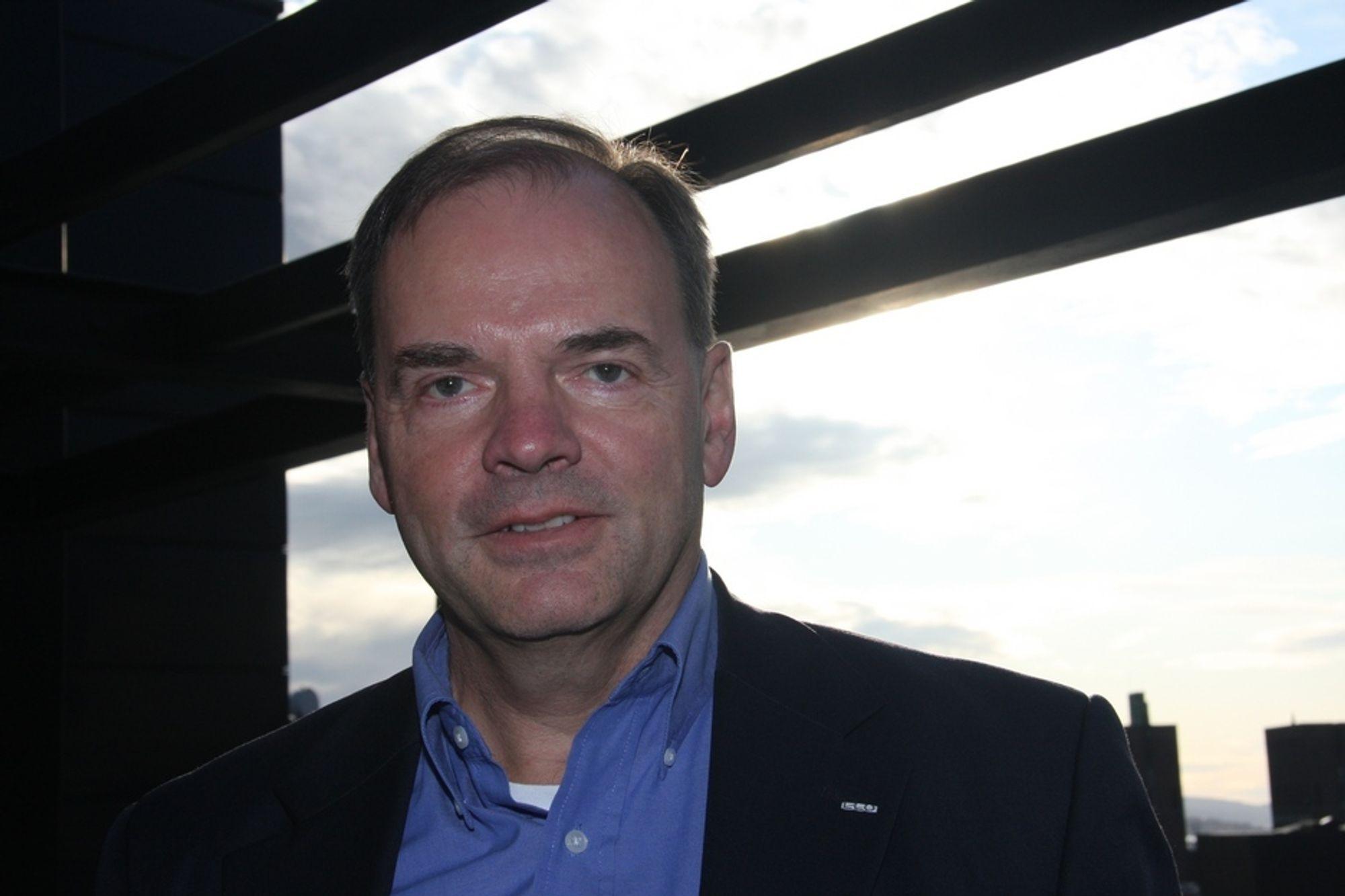 ETTERLYSER REALISME: E-COs direktør  Hans Erik Horn frykter at det vil gå altfor sent i svingene til at det skal bli noe realisme i ideen om at Norge skal bli en stor leverandør av ren kraft til Europa.