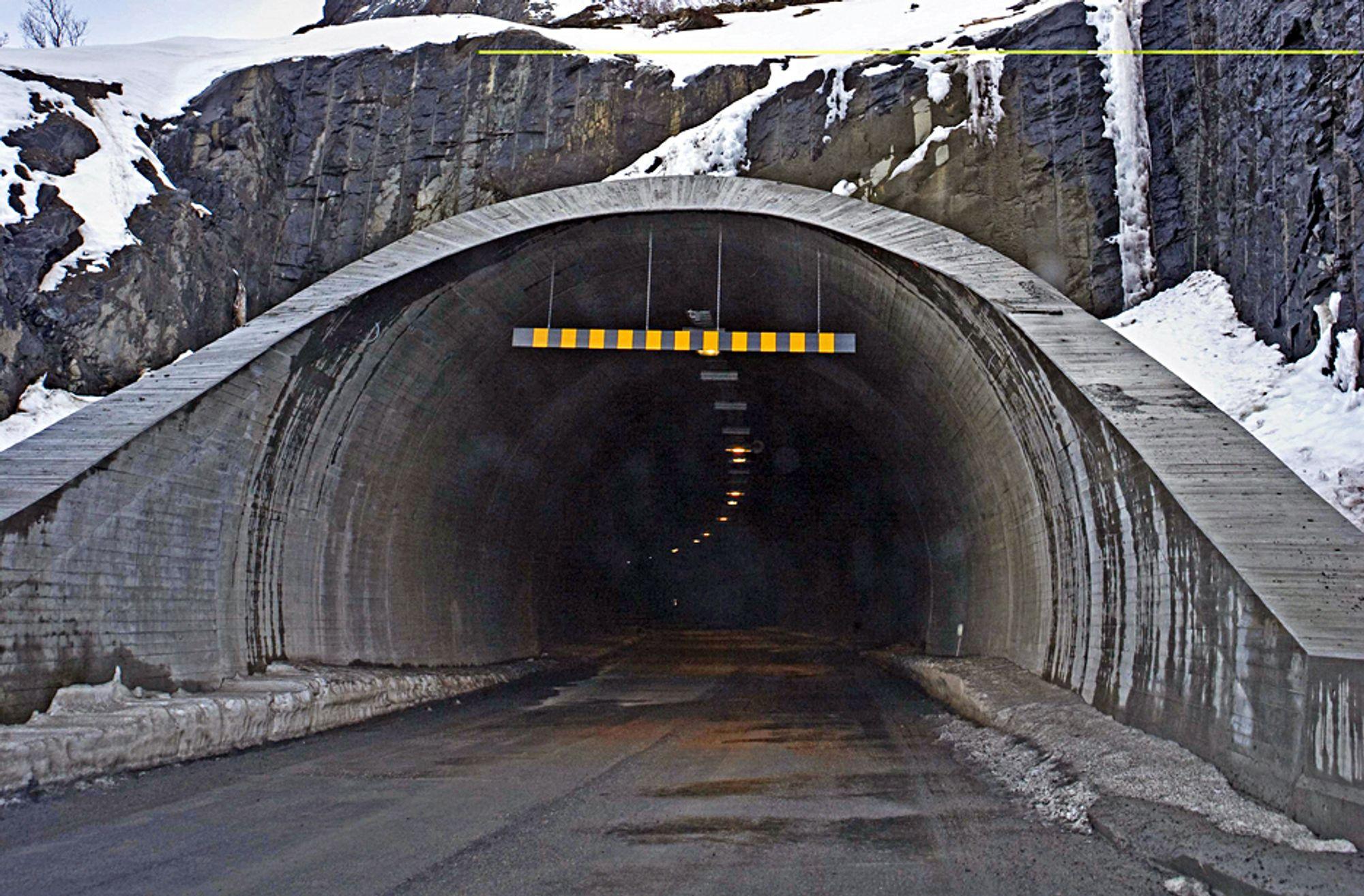 Statens vegvesen har ingen samlet oversikt over hvor mange riksveitunneler som mangler brannsikring av PE-skum.
