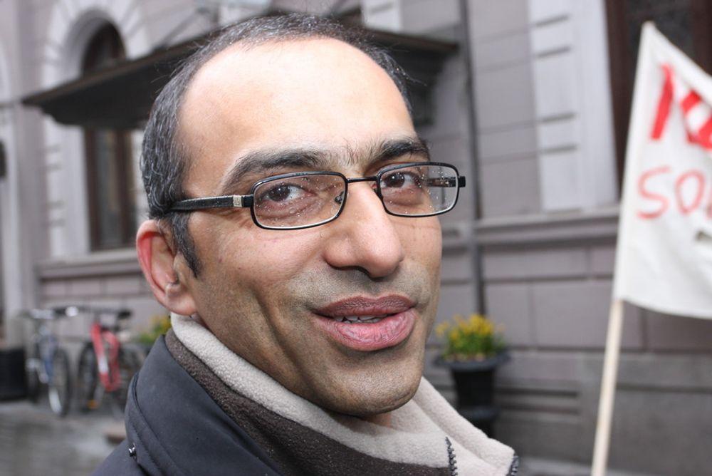 - Jeg tar meg ikke nær av dette, det er en demokratisk rett å demonstrere, sier Shahzad Rana.