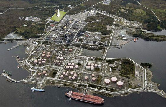 Mongstad i Hordaland. Pilen peker der CO2-fangstanlegget bygges. Fotomontasje: Simen Håkonsen