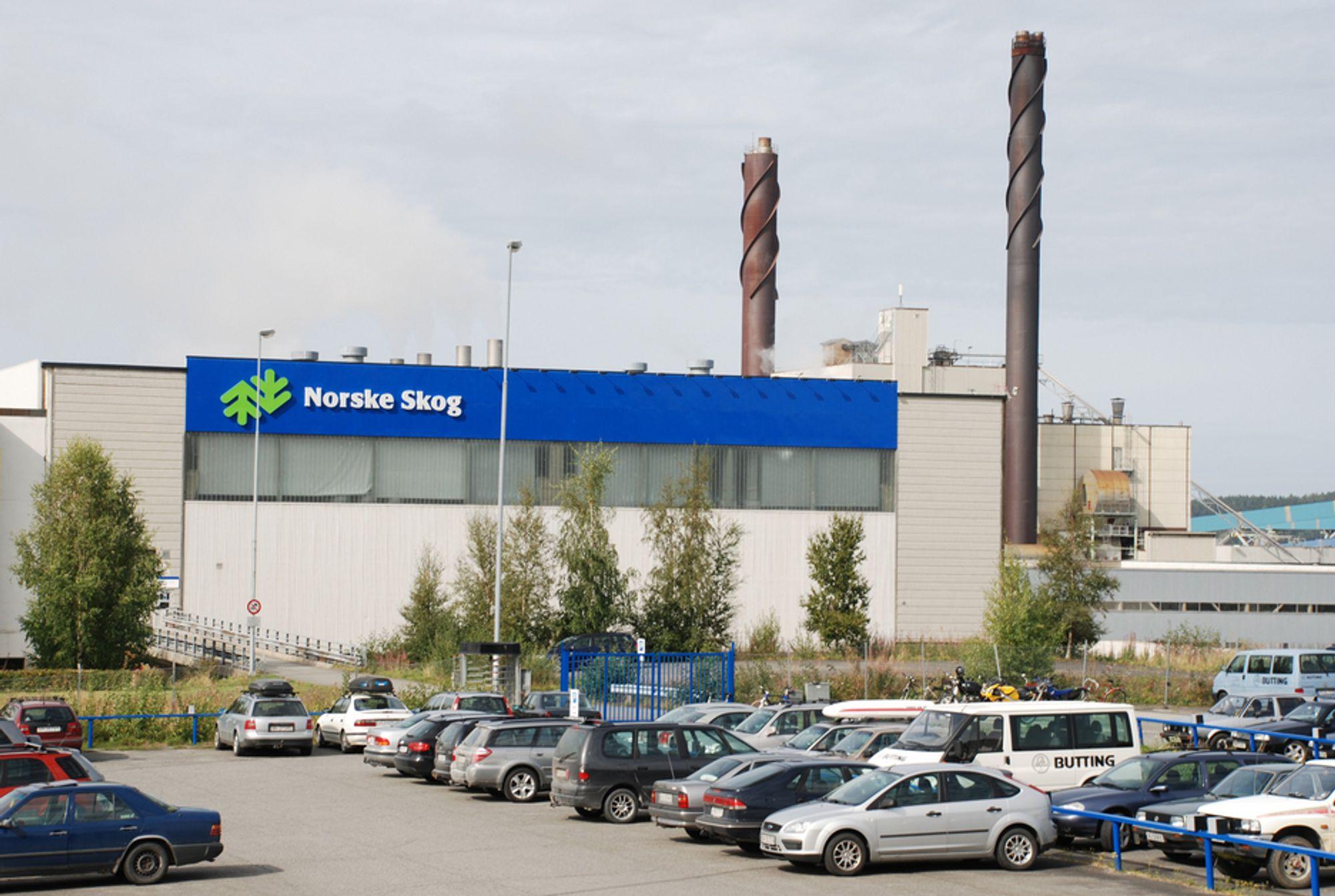 KRYMPER PRODUKSJONEN: Norske Skog er en av flere produsenter av avispapir som vil ha høyere priser. Hvis ikke truer nok en gang nedleggelsesspøkelset.