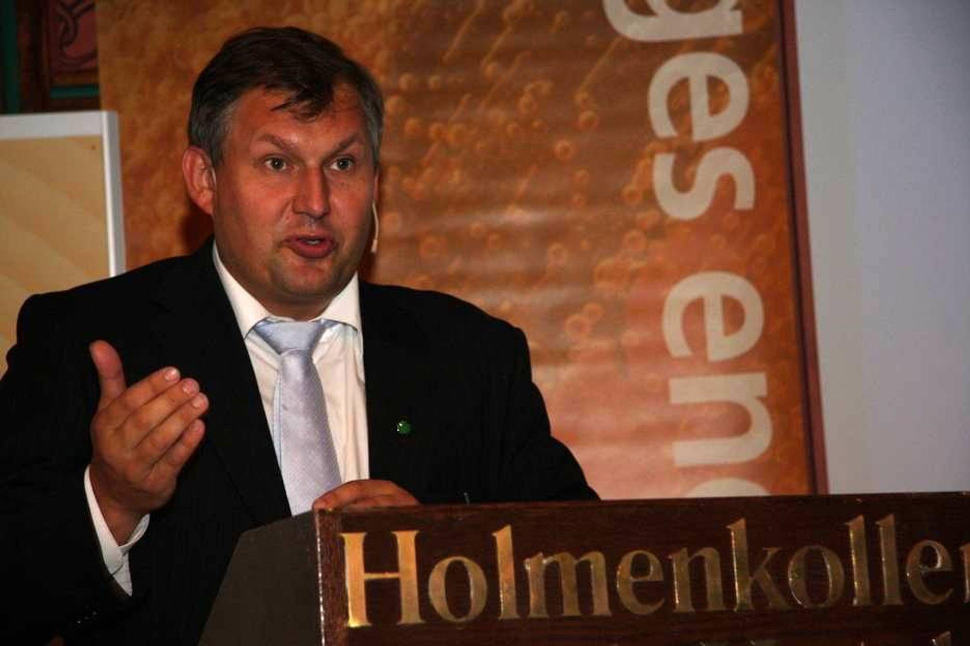 MULIGHETER: Olje- og energiminister Terje Riis-Johansen mener at det fortsatt ligger et formidabelt potensial i vannkraft