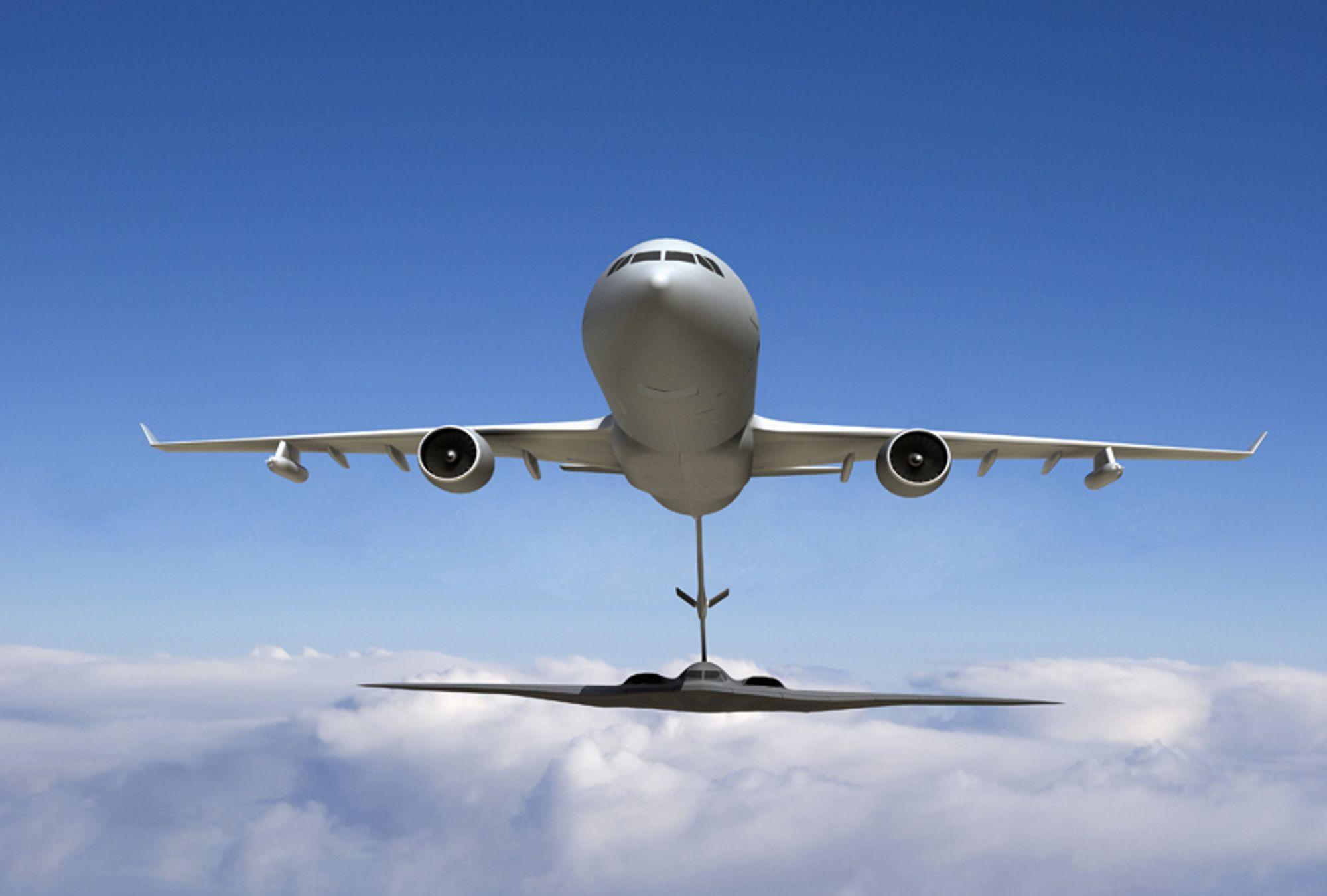 TANKING: Tankflyet KC-30 er spesiallaget for å fylle drivstoff på jagerfly i lufta, for å gi dem større rekkevidde.