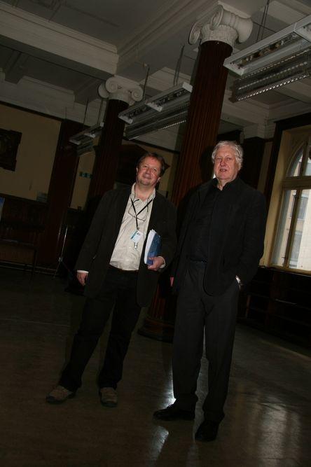 KJEMPEJOBB: Festsalen i det som engang var Statens enkekasse skal restaureres til originalstand. Det blir en utfordring for både prosjektleder Jens-Petter Lund (til venstre) og arkitekt Knut Pedersen.