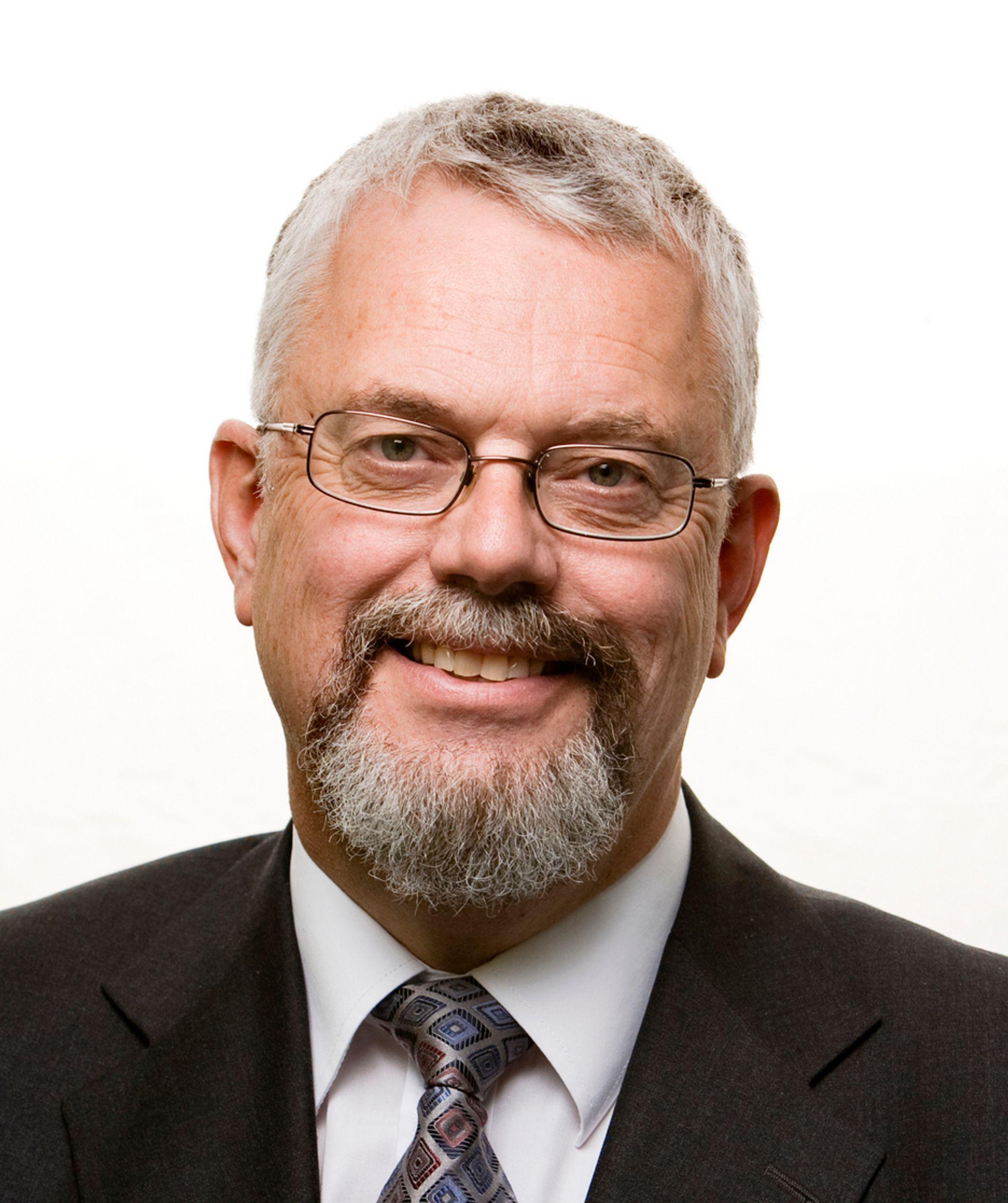 Folk med teknisk utdanning må til, mener Tor Helge Lyngstøl (57), direktør for Direktoratet for nødkommunikasjon.