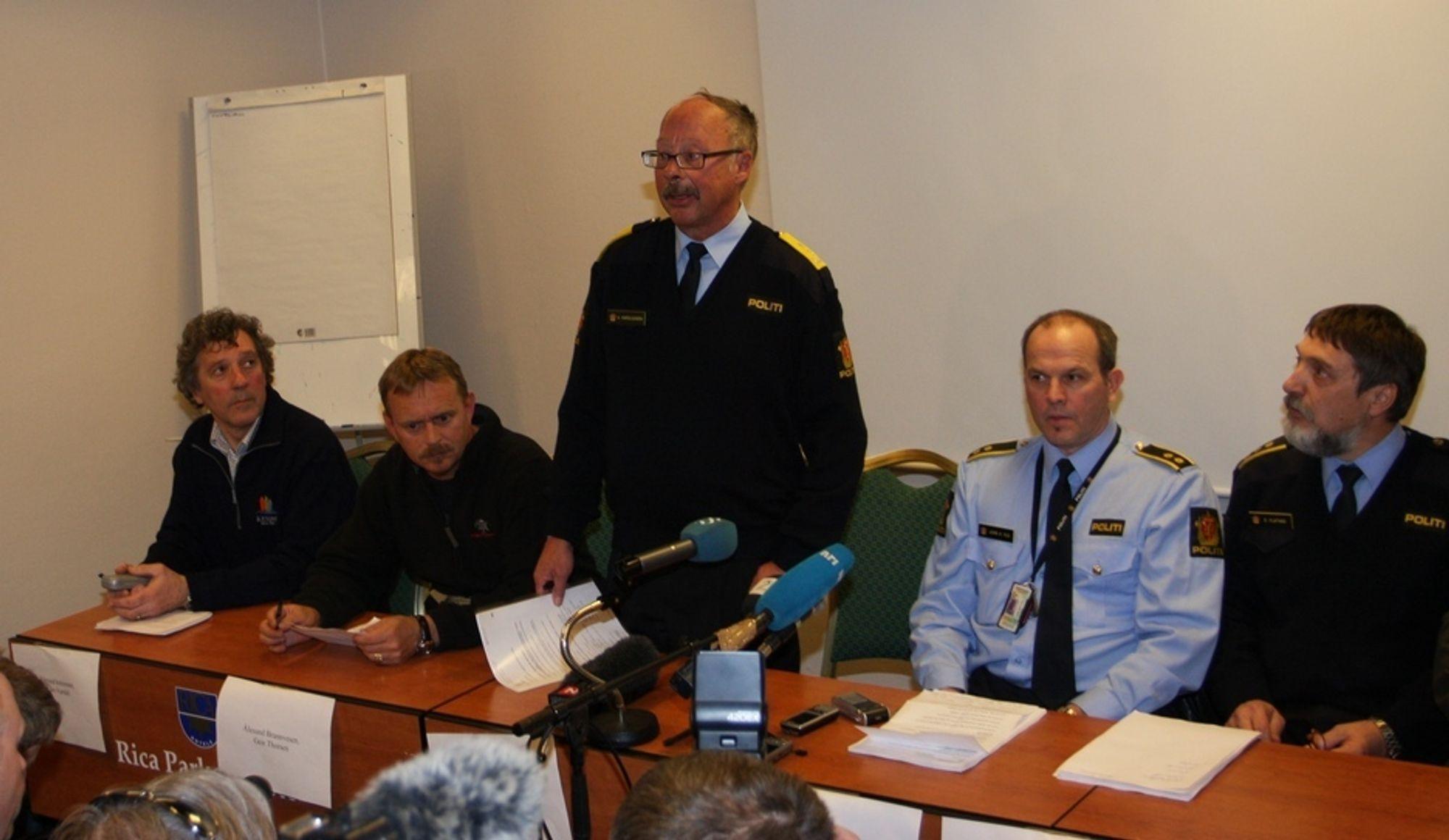 - I samråd med de pårørende frigir vi navnene på de savnede, sa politimester Arne Karoliussen under pressekonferansen på Rica Parken Hotell i dag.
