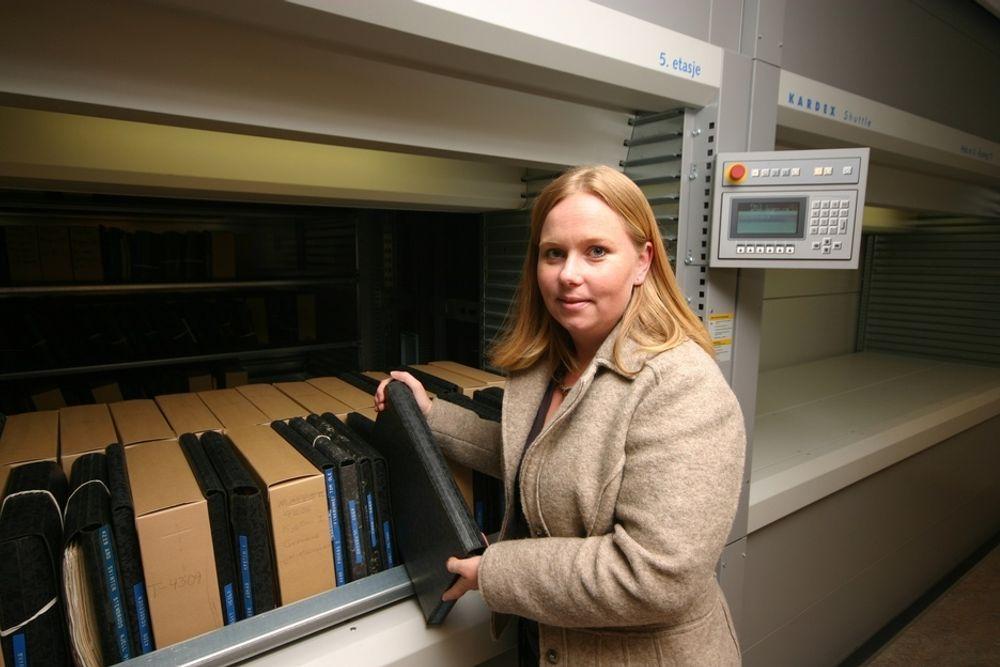 KONTROLL:  Klimakontrollen i arkivene til Sjøfartsdirektoratet er strengere enn i Riksarkviet.  Arkivleder Marianne Tvedt er godt fornøyd med resultatet.