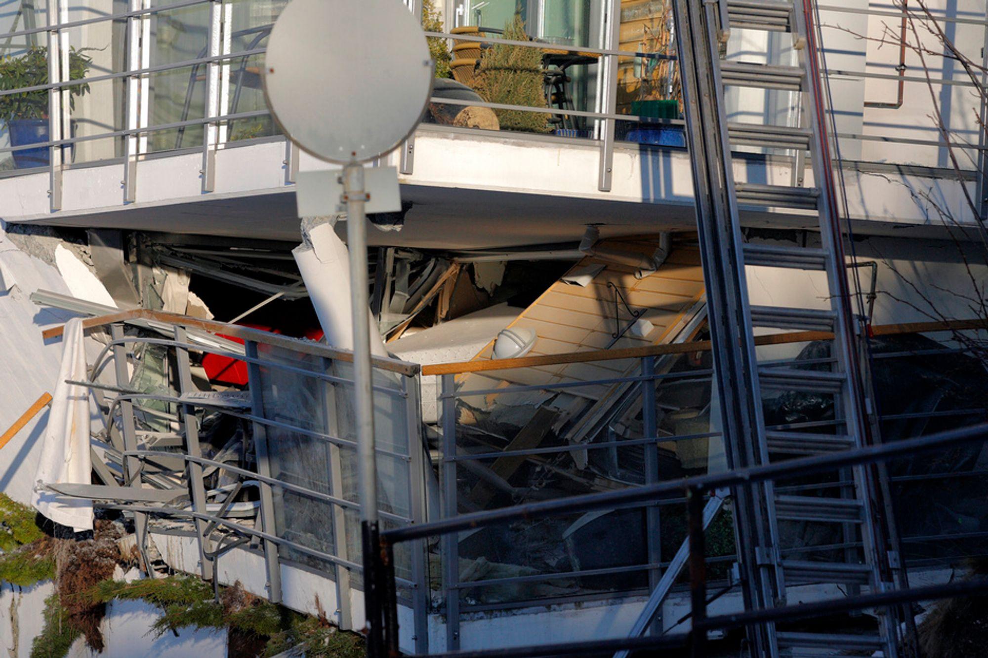 BLIR DYRT: Store ødeleggelser på boligblokken som kollapset i Fjelltunveien i Ålesund natt til onsdag.