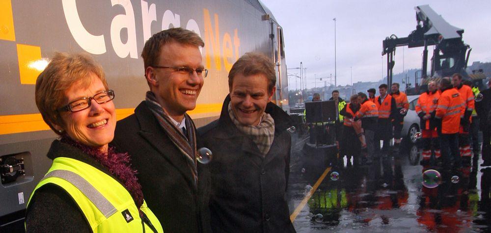 Jernbanedirektør Elisabeth Enger, statssekretær Erik Lahnstein i Samferdselsdepartementet og direktør Are Kjensli i Cargonet innviet den ombygde terminalen på Alnabru. I tillegg ble Cargonets nye El-19 avduket.