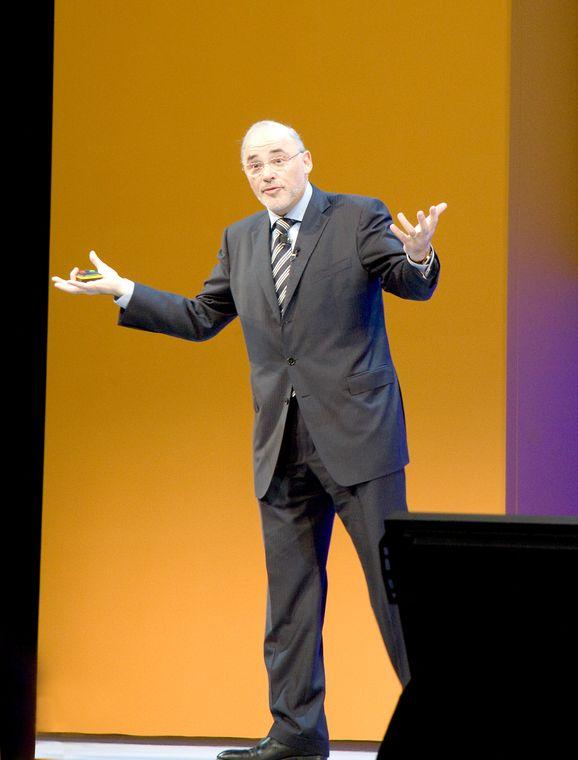 BEDRIFTSAMAZONE:Toppsjef i SAP, Leo Apotheker, vil gjøre bedriftsapplikasjoner like tilgjengelige på nettet som bøker er hos Amazone.