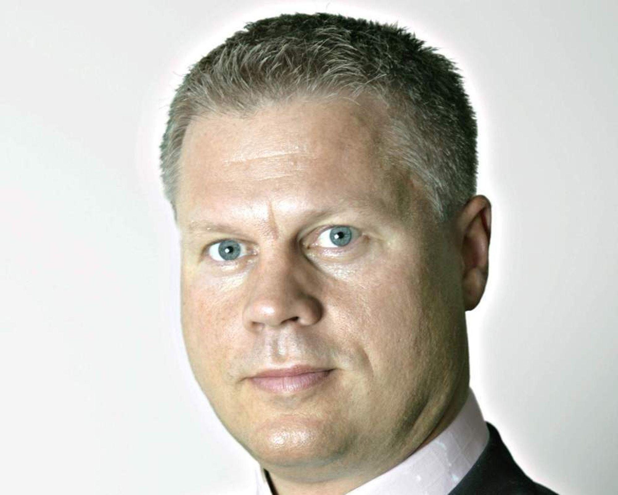 OG VIPS SÅ VAR HAN UTE: Lars Bjertnæs har sagt at han nå ønsker å fokusere på andre oppgaver utenfor EDB-konsernet.
