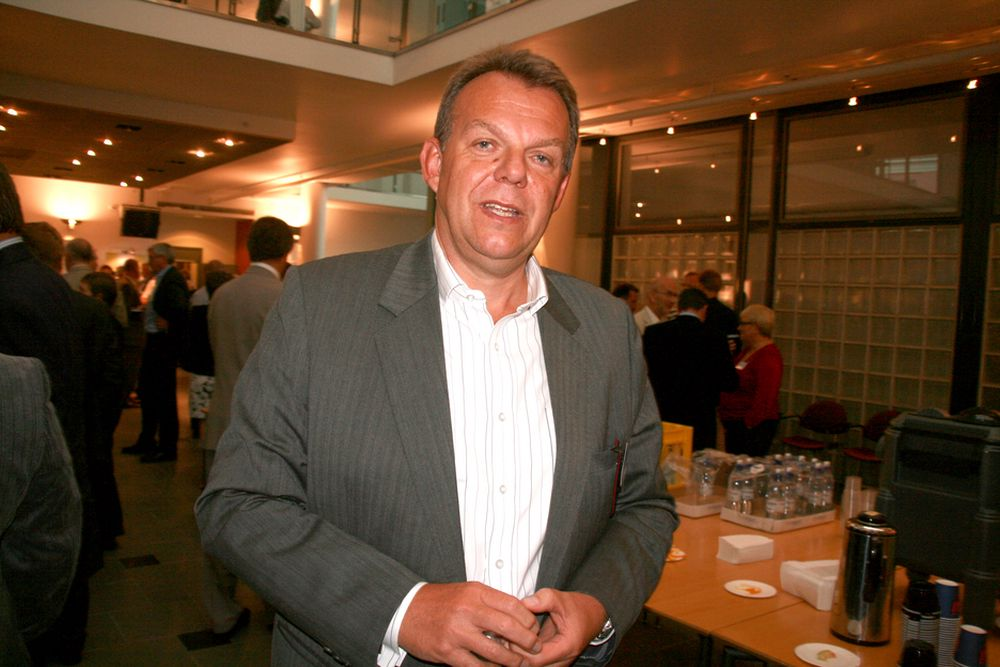 Konserndirektør Torstein Dale Sjøtveit i Hydro Aluminium Metall forlater Hydro-skuta for å bli verftssjef i Aker Yards.