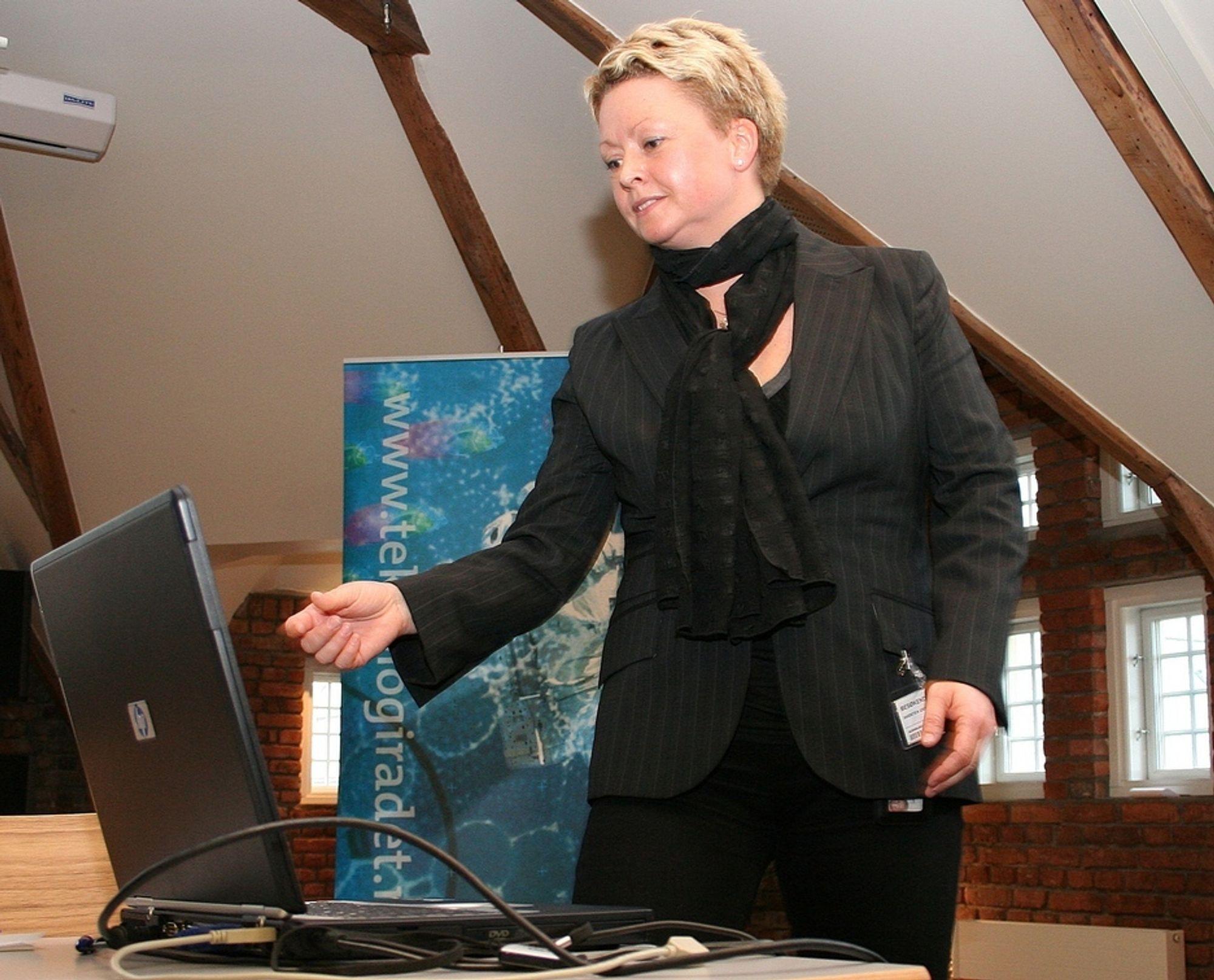 Gigantisk. Lovrådgiver Gry Steen Hvidsten i Justisdepartementet vurderer et gigantisk statlig lager for trafikkdata.
