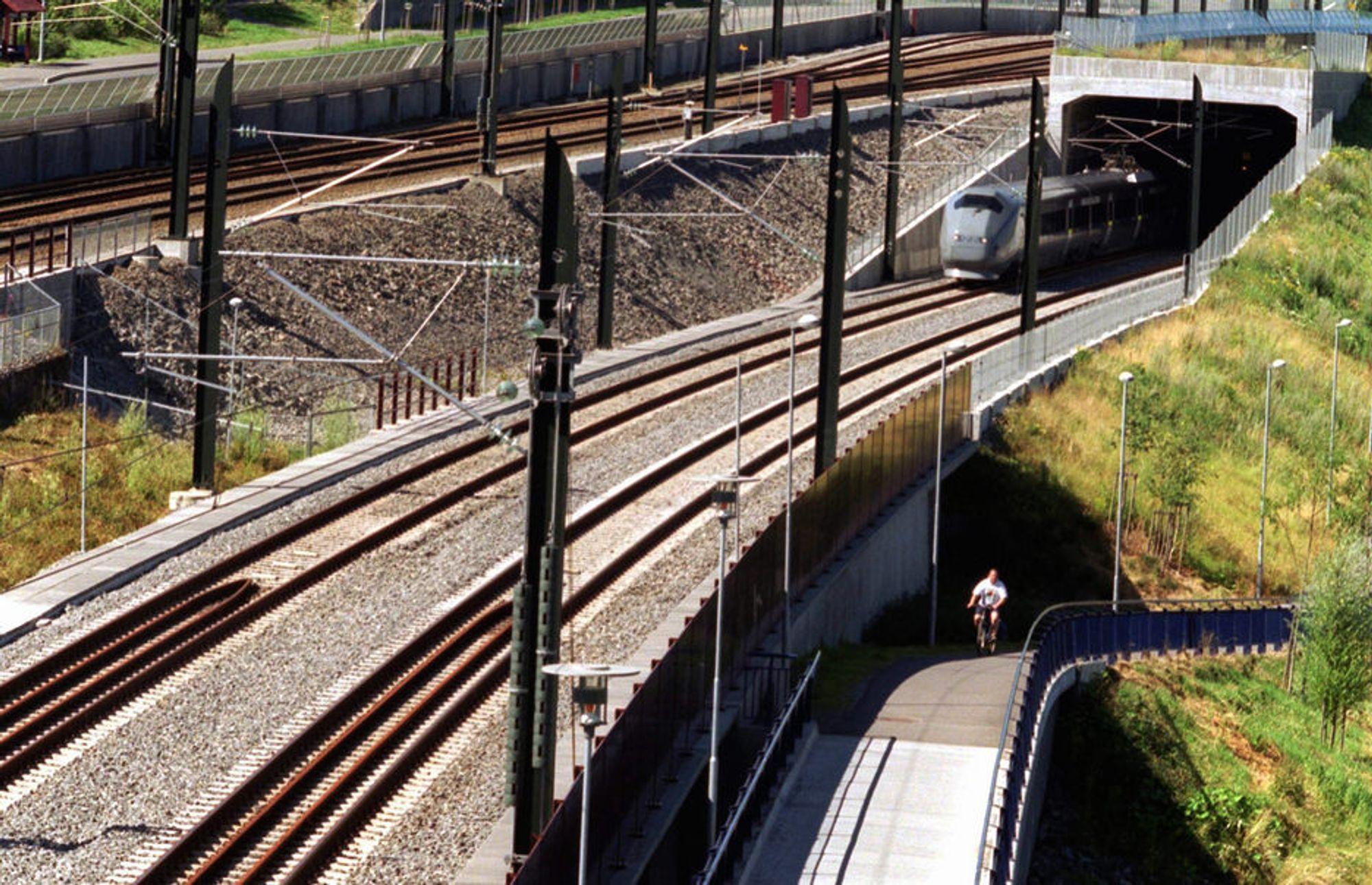 Lyntog i tunnel har mange fordeler, mener Norsk Bane. Men billig blir det ikke.