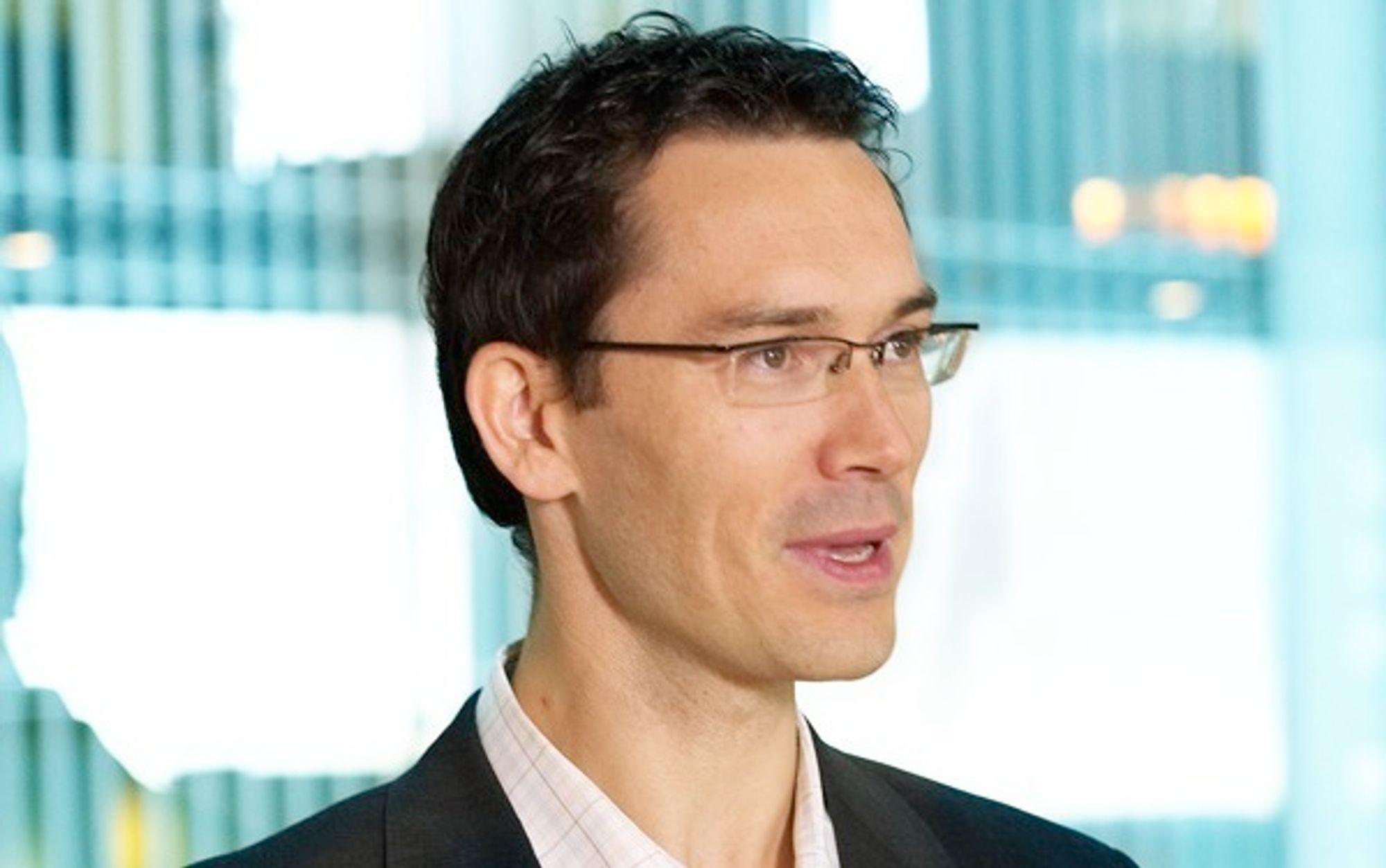 Knoppskyting. Teknologiutviklingsdirektør Petter Merok i Microsoft Norge lanserer et gründerproram som skal få norsk programutvikling raskere ut i markedet.