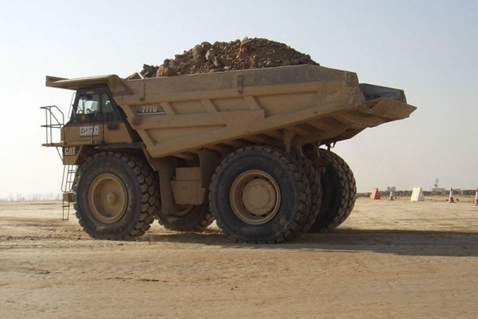 En slik Caterpillar-lastebil kan snart kjøre av seg selv - uten sjåfør.