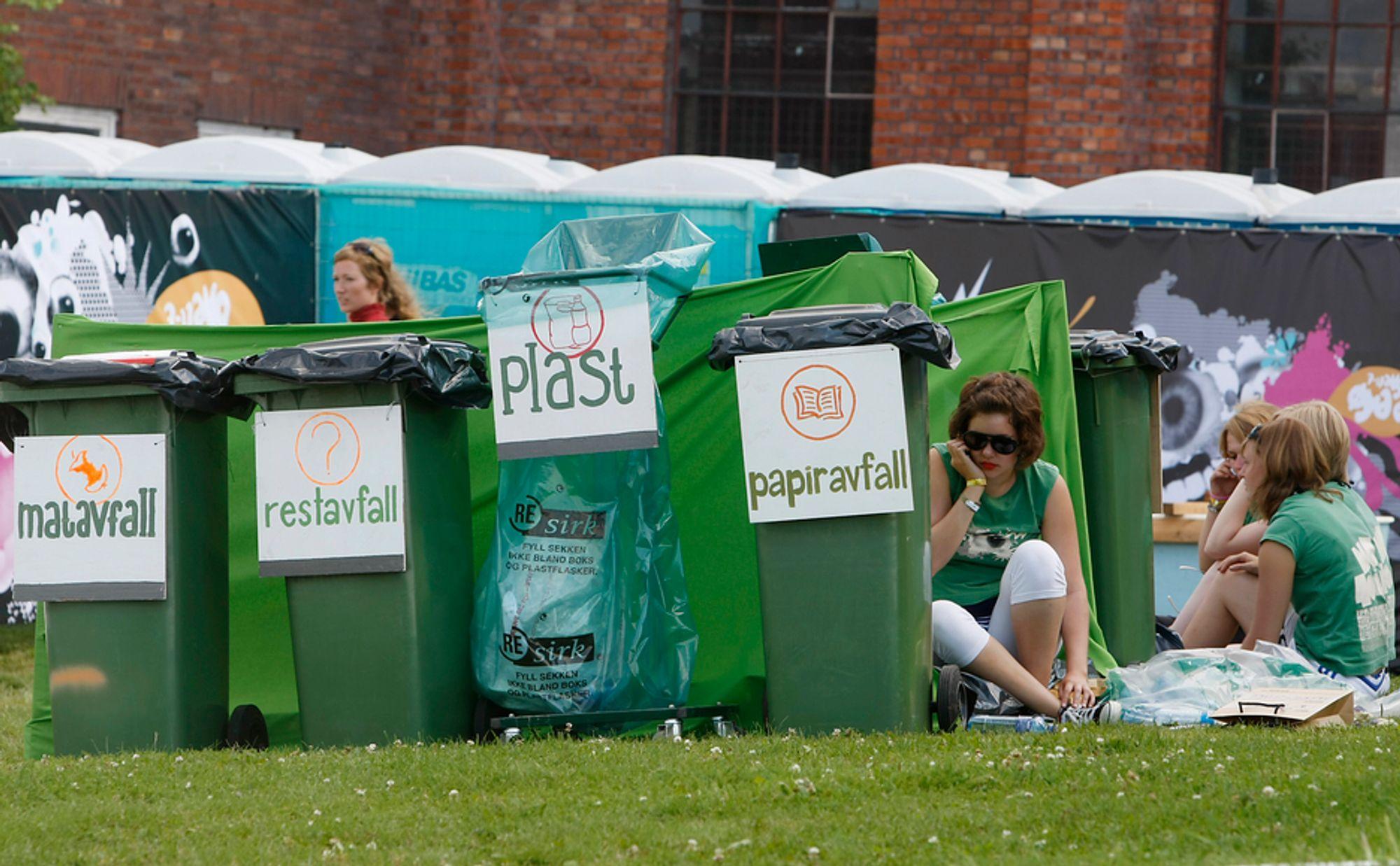 Voksne er flinkere til å sortere søppel enn de unge. Veldig mange kaster kvikksølvholdige sparepærer rett i søpla i stedet for å levere inn i butikker som selger slike pærer. Der skal de tas hånd om på forsvarlig måte.