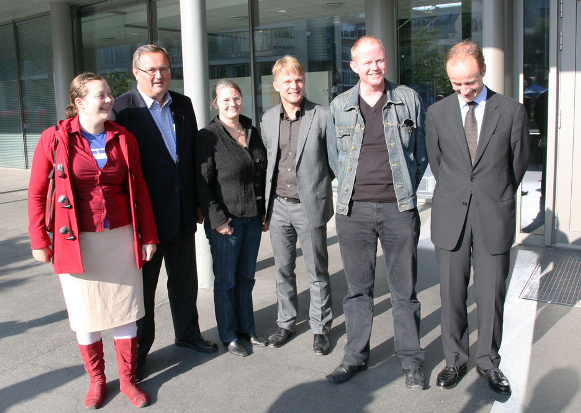 Miljøvernorganisasjonene har alliert seg med EBL og Enova, og har nå sett seg leie på regjeringens energisomling. Fra venstre: Pernille Hansen (Natur og Ungdom), Steinar Bysveen (EBL), Ane Brunvoll (Bellona), Claus Bindslev (Bindslev AS), Lars Haltbrekken (Naturvernforbundet) og Nils Kristian Nakstad (Enova).