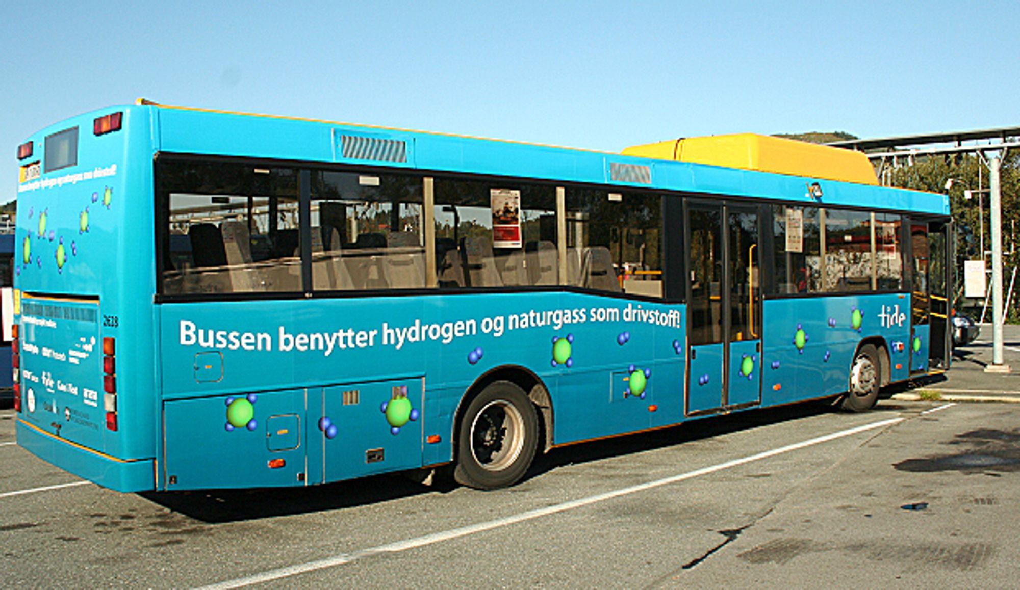 Denne Tide-bussen kjører nå på gassproduktet hytan som er hydrogenanriket naturgass.
