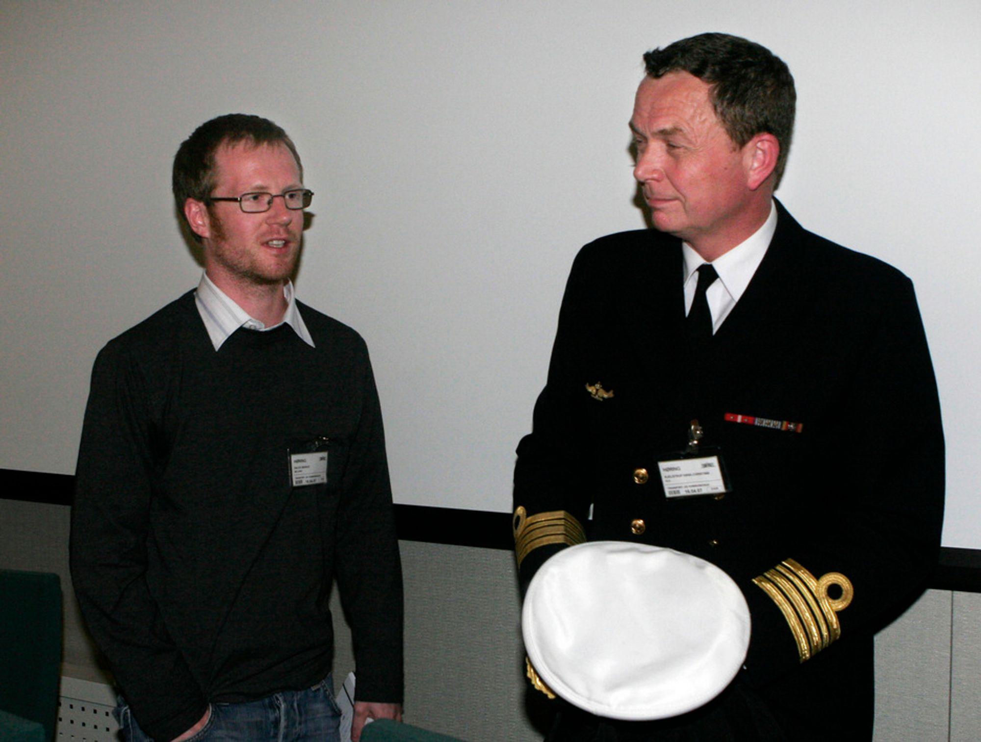 Marius Dalen i Bellona og kommandørkaptein Hans Christian Kjelstrup under en høring på Stortinget.