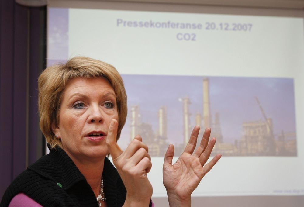 VIL BLI HISTORISK: Statsråd Åslaug Haga tror på et grønt sertifikatmarked med Sverige er mulig fra 2010. Selv ønsker hun å bli husket som fornybarminister'n.