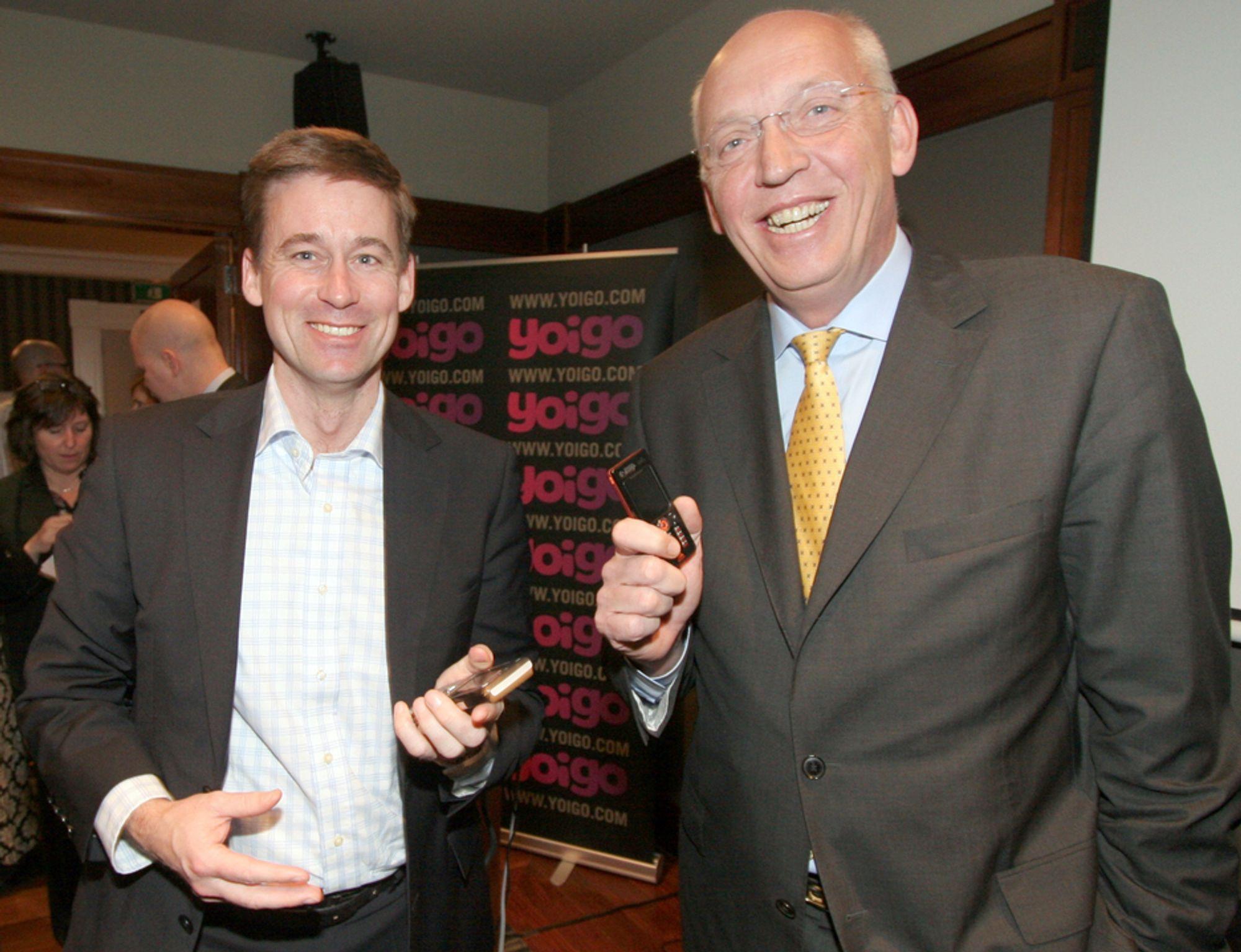 TAUSE: NetCom-direktør August Baumann og TeliaSoneras-konsernsjef Lars Nyberg har så langt vært taus om France Telecoms oppkjøpsforsøk. Bildet er tatt under Mobbile World Congres i Barcelona, da de to sjefene for første gang sammen stilte opp for pressen.