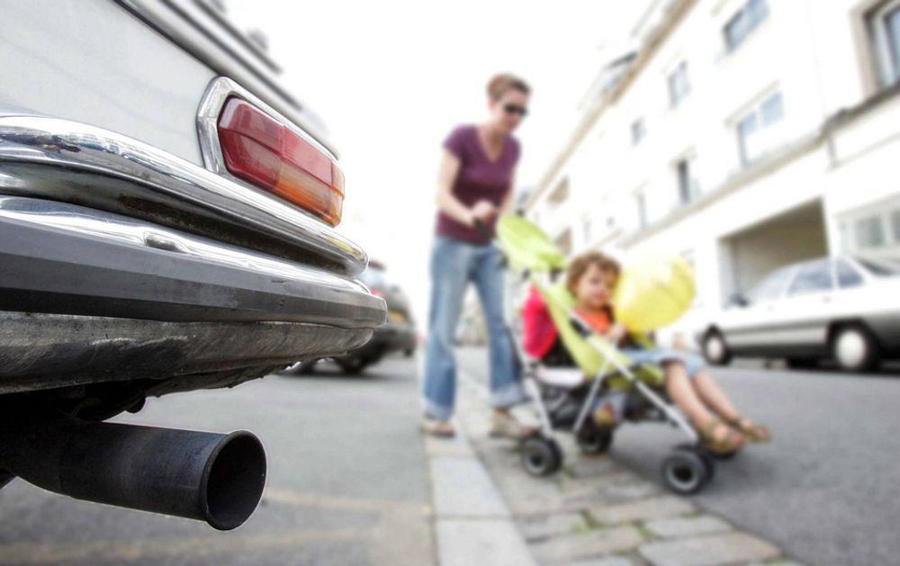 Barn som vokser opp med mye trafikkforurensning risikerer å få skader på hjernen, advarer amerikanske forskere.
